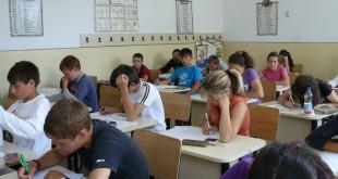 Emoții pentru absolvenții claselor a VIII–a. Elevii susțin astăzi prima probă din cadrul Evaluării Naționale