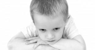 Peste 2.500 de copii trăiesc drama de a nu-și avea părinții alături
