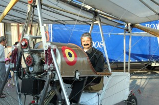 """""""Aurel Vlaicu"""" a venit la Deva. A început Campionatului European de Acrobație cu Avionul"""