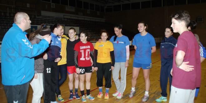 Mâine reîncepe Divizia A la handbal.  Naţional Braşov – Cetate Devatrans