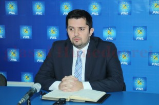 """În cazul în care """"criza Ţîmpău"""" nu este traversată rapid, PNL Hunedoara are toate şansele să se scufunde, de-a dreptul, la alegerile parlamentare din toamnă."""