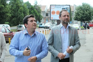 Dan Motreanu (foto drepta) i-ar fi cerut lui Bogdan Țîmpău să părăsească sala în care conducerea PNL de la București s-a întâlnit cu primarii care i-au cerut demisia