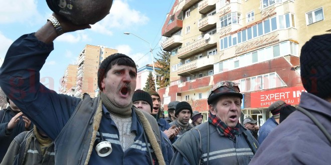 """Sindicaliştii din minerit şi energie aproape că nu mai speră la o soluţie din partea Guvernului, în problema insolvenţei, dar ameninţă cu proteste pentru drepturile salariale ce trebuie acordate pe """"ultima suflare"""" din scurta viaţă a actualului Complex Energetic Hunedoara."""