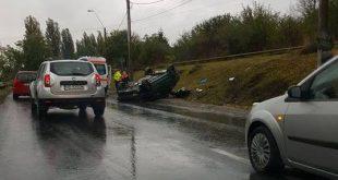 Mulţi şoferi sunt surprinşi de cât de alunecos devine carosabilul când plouă, la ieşirea din Deva spre Sântuhalm.