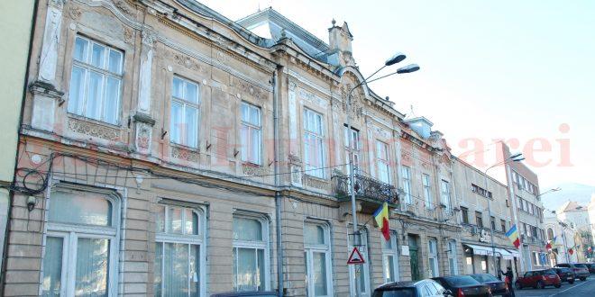 Exteriorul clădirii deţinute de ASE în Piaţa Victoriei ar urma să fie reabilitat în baza unui proiect cu finanţare europeană ce vizează întregul centru istoric al Devei