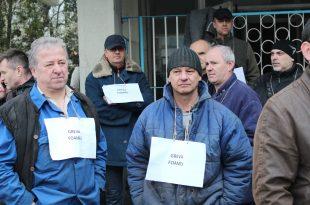 Liderii sindicali de la Mintia spun că vor declanşa greva foamei pe 3 ianuarie dacă managerii CEH nu renunţă la ideea trimiterii unor angajaţi în şomaj tehnic (foto - arhivă).
