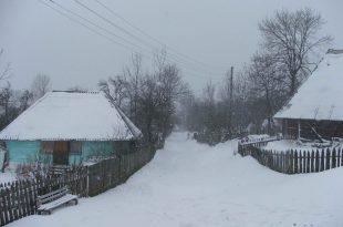 Vadu Dobri, satul care mai are acum doar vreo 25 de suflete din cauză că, din trei drumuri care duc spre el, nu e practicabil niciunul, fie vară, fie iarnă. Iar asta se întâmplă de vreo 20 de ani.