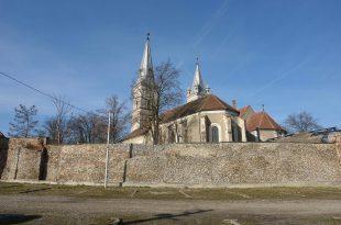 Fortificaţia bisericilor din centrul istoric al Orăştiei nu poate fi restaurată cu bani europeni din cauză că Ministerul Mediului şi cel al Dezvoltării nu s-au pus de acord asupra actelor care trebuie depuse de solicitanţi