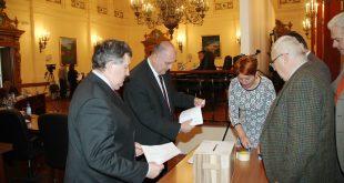 """Trei consilieri PSD au """"greșit"""" la vot, iar un liberal a ieșit câștigător"""