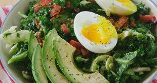 salata-cu-avocado-ou-fiert-si-bacon_size1