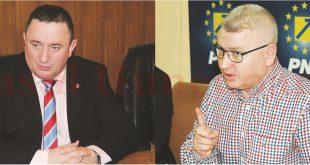 """Adrian David (stânga) declară că liderul interimar al PNL Hunedoara i-a propus un târg """"reciproc avantajos"""". Florin Roman neagă şi-l califică pe David drept mincinos"""
