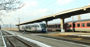 Două trenuri au ajuns ieri dimineaţă, la ora 07.00 în Gara Devei şi au fost blocate de greva angajaţilor din cadrul CFR Infrastructură.