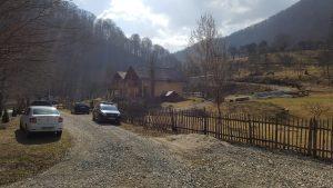 Anchetatorii au descins la pensiunea șefului de post din comuna Orăștioara de Sus.
