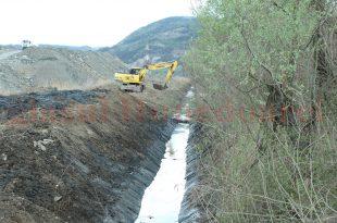 """Două săptămâni s-au luptat excavatoarele cu """"barajele"""" de pe canalul de echilibrare: ce stricau ziua, reconstruiau castorii noaptea"""