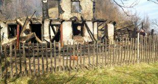 În urma incendiului, din casa pensionarului, practic, au mai rămas doar o parte din pereți