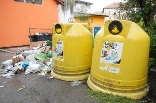 Sistemul Integrat de Management al Deşeurilor (care a costat 55 de milioane de euro) este sortit eşecului dacă nu se schimbă cu adevărat ceva în felul în care sunt colectate gunoaiele în oraşele şi satele din judeţ