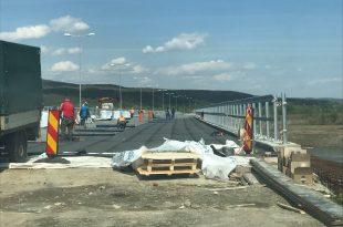 Pe podul de la Câmpuri Surduc s-a ajuns la faza lucrărilor de hidroizolaţie