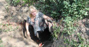 Adriana Croitoru, probabil primul director din Ministerul Mediului care s-a târât, efectiv, printr-o aşa-zisă peşteră, în căutarea unor lilieci