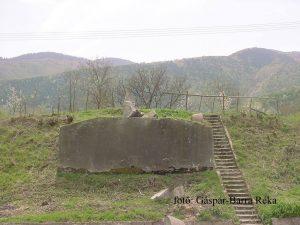 MAIN 2 - din monument a mai ramas doar soclul