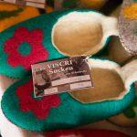 Cine cumpără o percehe de papuci ştie cum o cheamă pe cea care i-a făcut şi la ce casă locuieşte