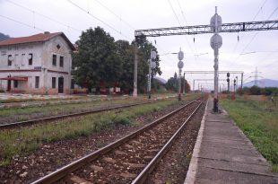 În 2014, staţia CFR de la Subcetate funcţiona fără autorizaţie şi fără indicatoare de orientare