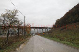 Contractul de 35 de milioane de euro semnat de CJ Hunedoara cu ADR Vest pentru modernizarea Culoarului Mureş Nord reprezintă principala realizare regională a anului 2017. Drumul se intersectează cu viitoarea autostradă Lugoj – Deva, aşa că se anunţă noi probleme de rezolvat.