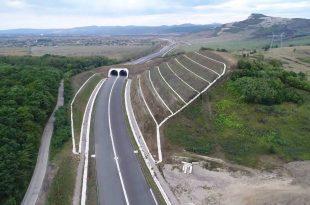 """Ecoductele realizate până acum pe autostrada Lugoj – Deva sunt doar o """"joacă de copii"""" pe lângă lucrările necesare la limita dintre judeţele Timiş şi Hunedoara, lucru pe care tocmai oficiali din Ministerul Transporturilor se pare că nu-l ştiu (sursa foto: Asociaţia Pro Infrastructură)"""