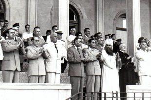 Patriarhul Alexei (în primul rând al grupului, în veşminte albe) pe parcursul vizitei sale la Cluj, în 1947