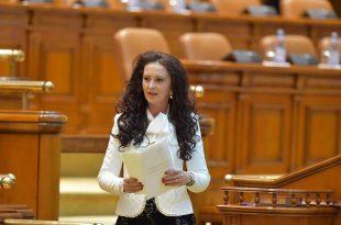 Hunedoreanca Natalia Intotero conduce, de aseară, Ministerul Românilor de Pretutindeni