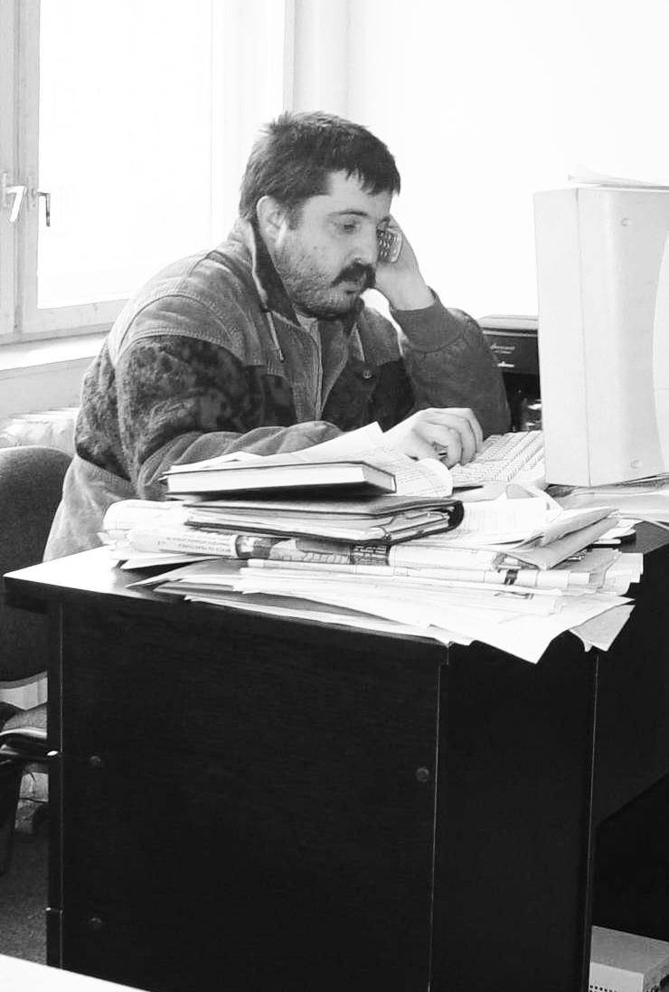 """Primăvara anului 2003, în redacţia săptămânalului """"Replica"""", verificând o informaţie"""