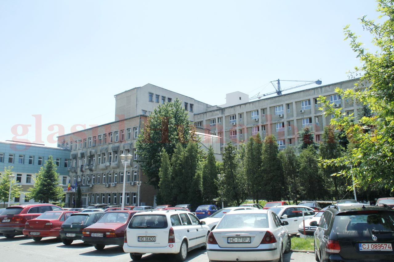 Photo of Medic de la Spitalul Județean Deva face dezvăluiri cutremurătoare: în urmă cu două săptămâni, s-au primit doar 5 combinezoane complete, iar a doua zi au fost luate