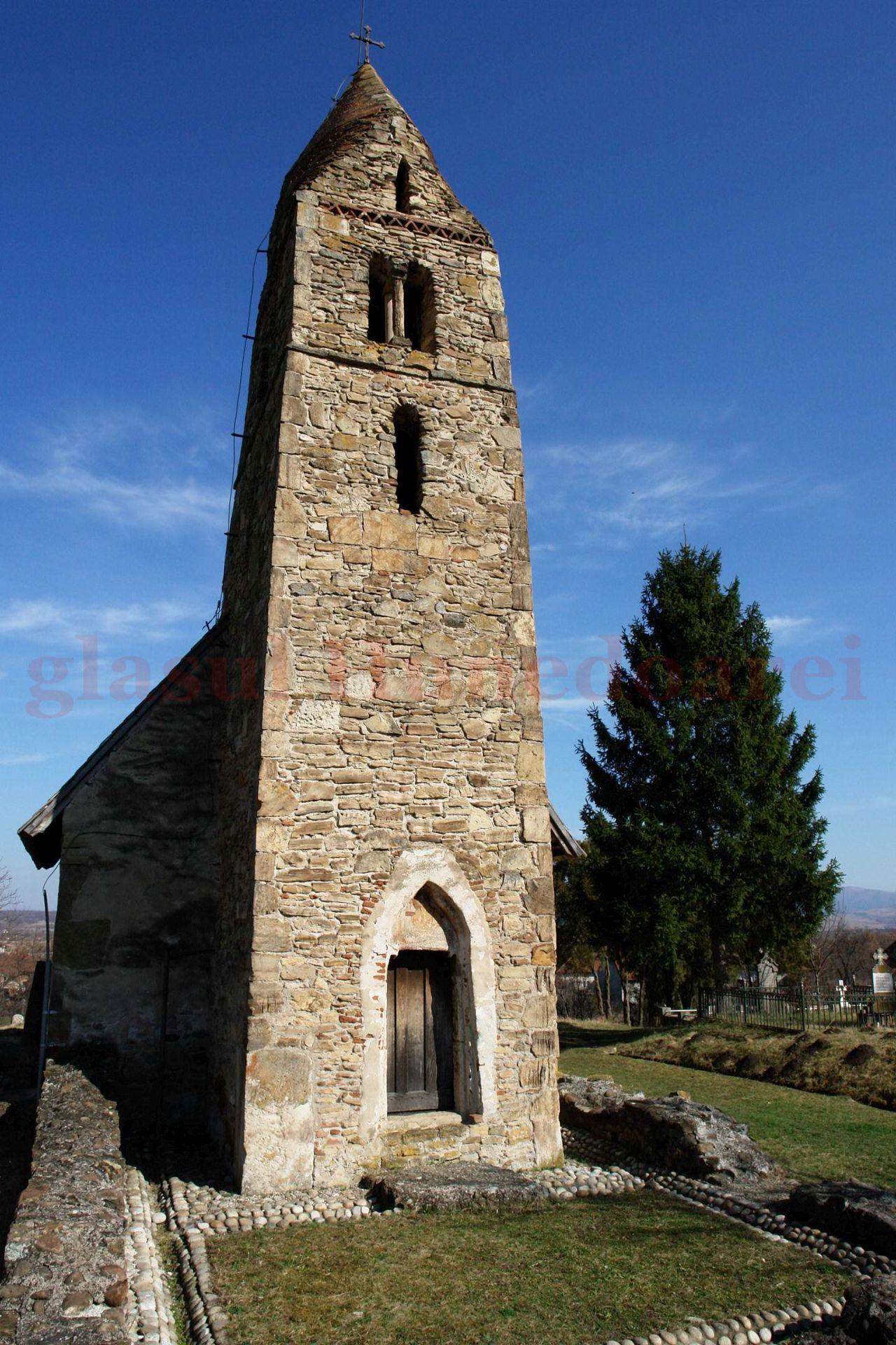 Photo of Turist la biserica batjocorită