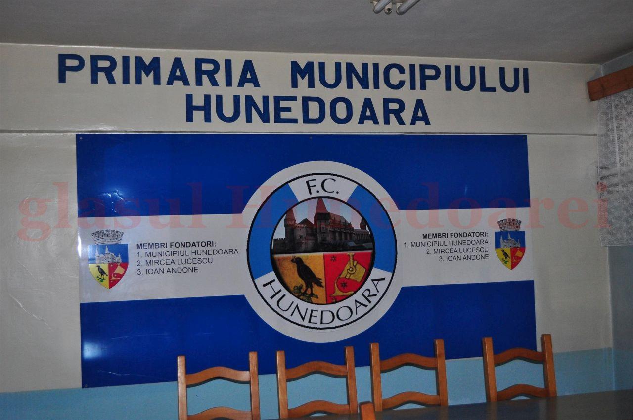 Photo of Mircea Lucescu renunță la titulatura de membru fondator al FC Hunedoara