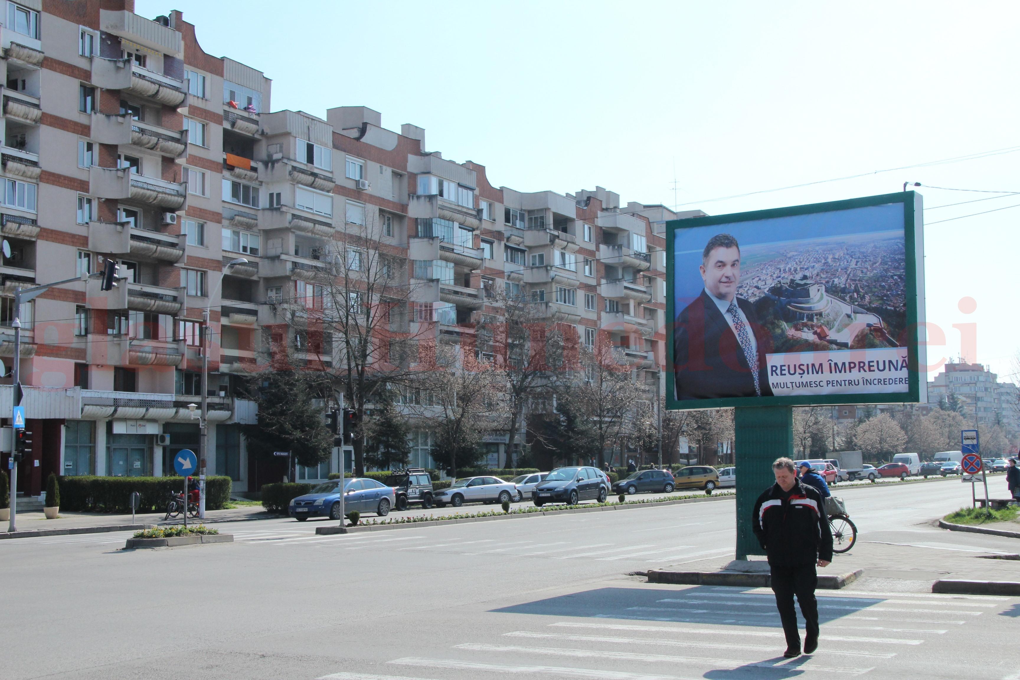 Photo of Primarul Devei se promovează pe afişe gigantice
