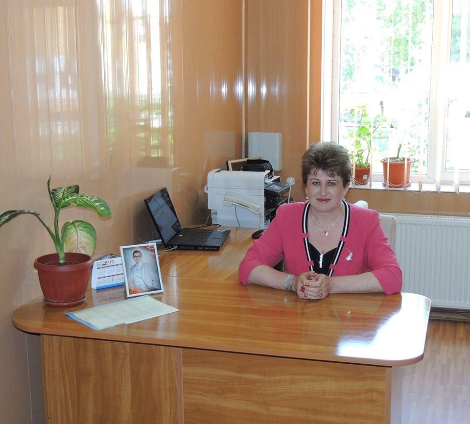 Photo of Directoarea Şcolii Gimnaziale din Vaţa de Jos şi-a dat demisia. Presiunile presei au făcut-o să renunţe la postul de conducere. Reprezentanții IȘJ Hunedoara spun că ei au demis-o