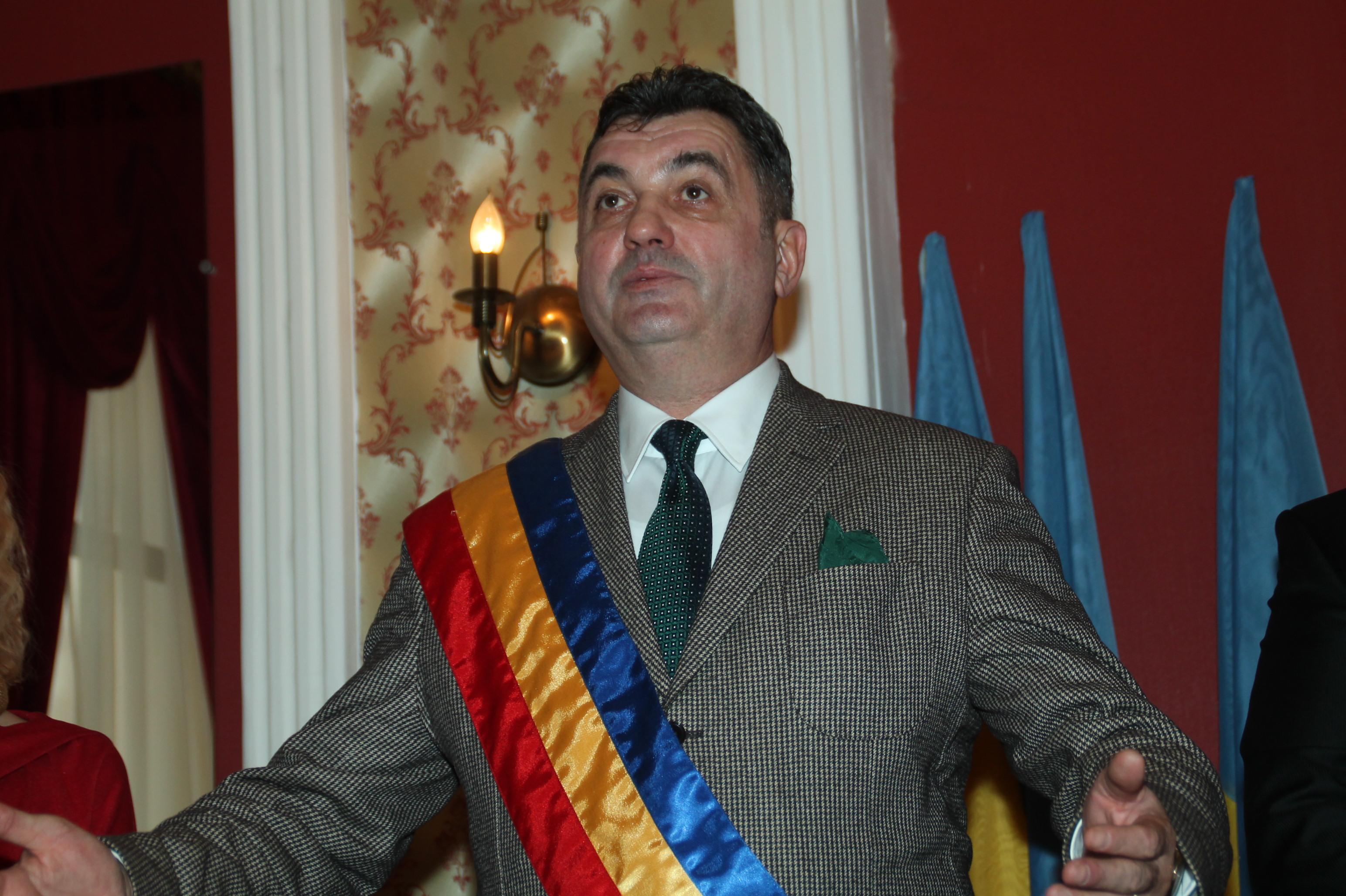 """Photo of Petru Mărginean își face campanie """"pe spatele"""" regizorului Adrian Sitaru"""