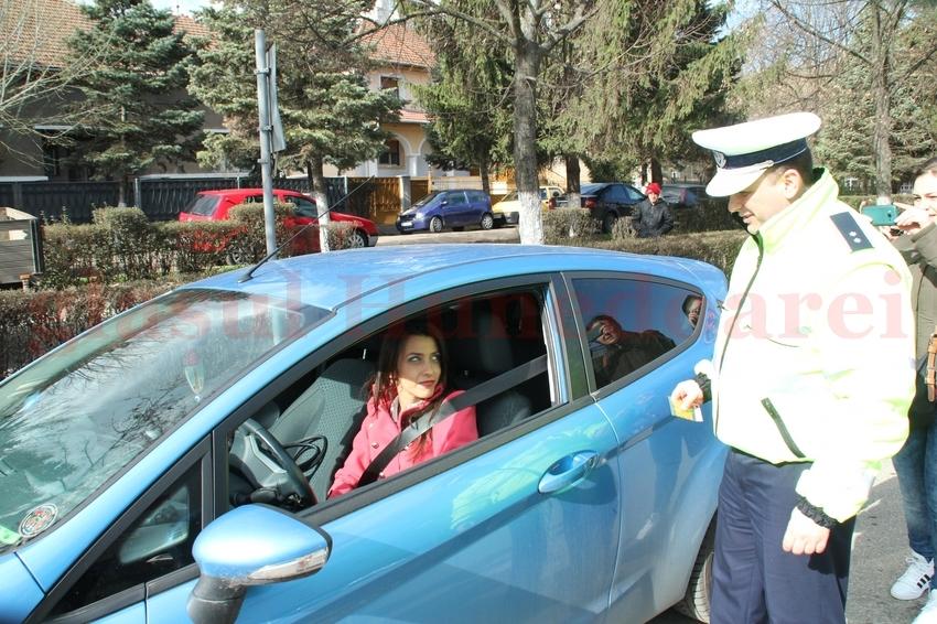 """Photo of Doamnele, """"amendate"""" cu mărțișoare (GALERIE FOTO)"""