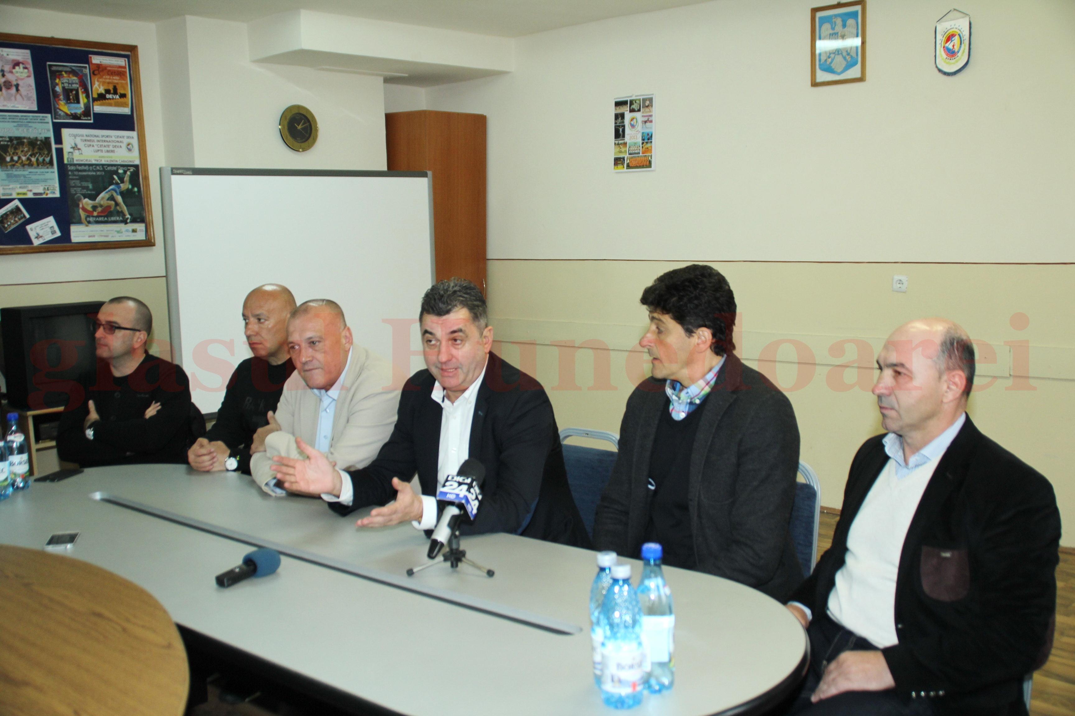 Photo of Deva a devenit oficial centru al speranţelor fotbalului românesc (GALERIE FOTO)