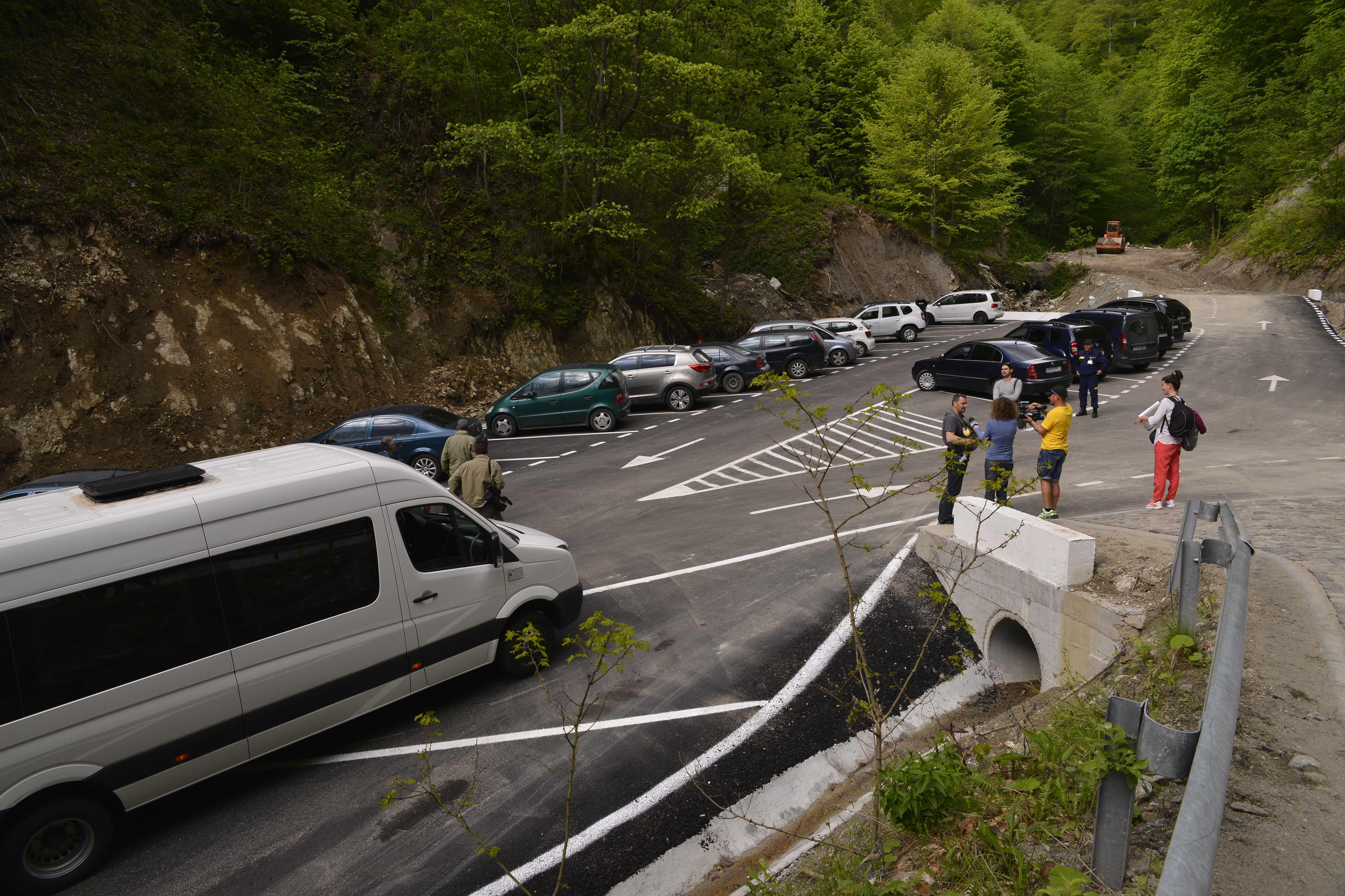 """Photo of """"Invazia"""" de turişti la Sarmizegetusa Regia se lasă aşteptată. Administratorii monumentului spun că, deocamdată, nu au fost nevoiţi să închidă drumul pe ultimii 4 kilometri"""