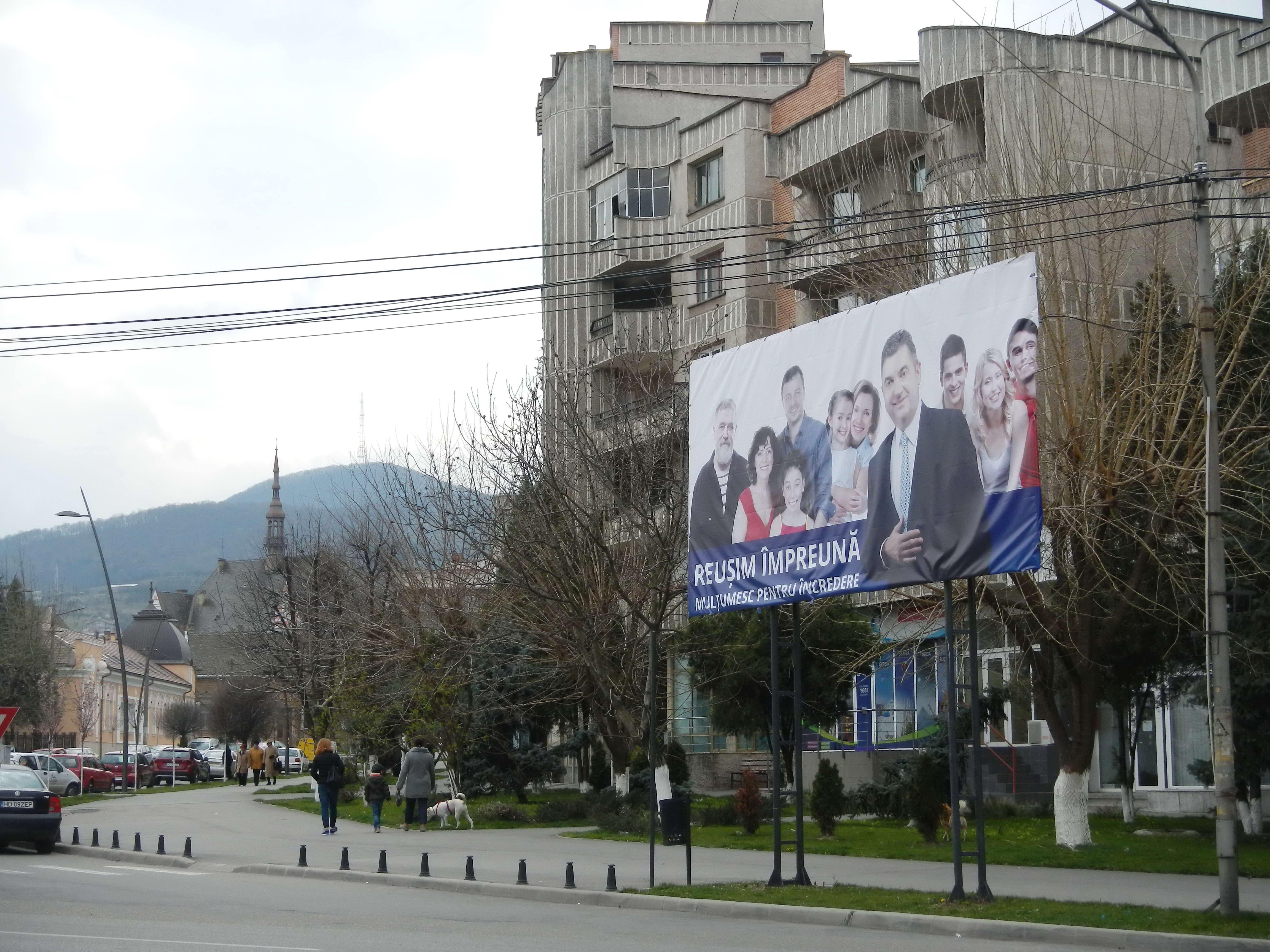 Photo of Panourile publicitare ilegale, din Deva, vor fi demontate. Petru Mărginean nu a respectat Legea 185/2013 și HCL 393/2015