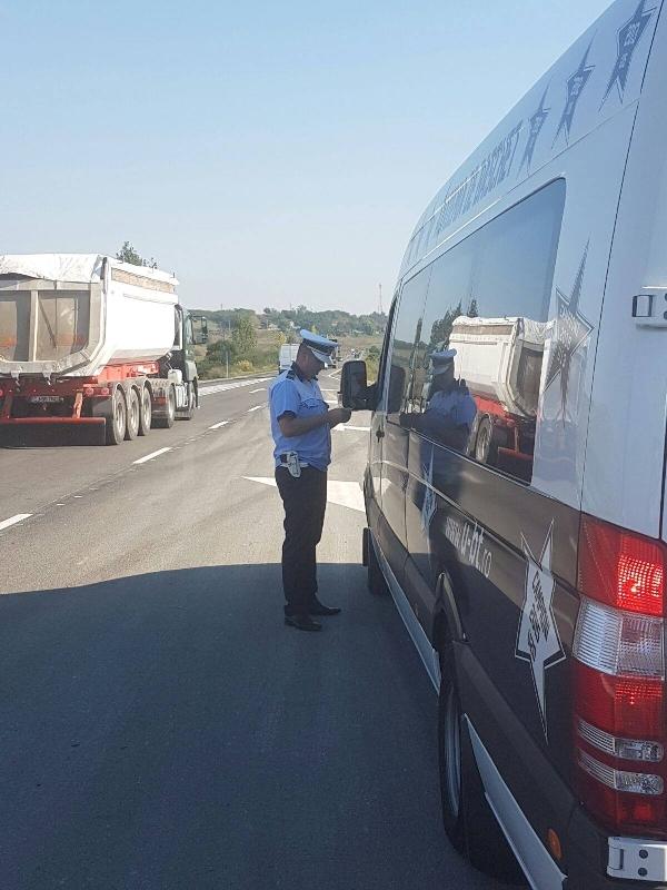 Photo of Polițiștii au surprins în flagrant trei bărbaţi are transportau cu o autoutilitară componente metalice în greutate de aproximativ două tone.