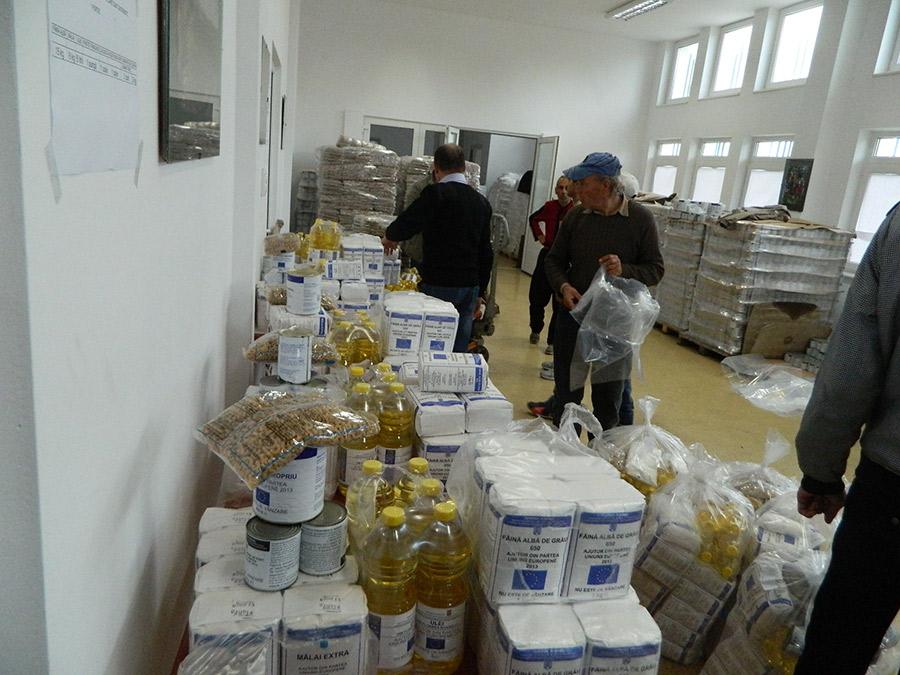 Photo of Deva: Astăzi, începe distribuirea ajutoarelor alimentare