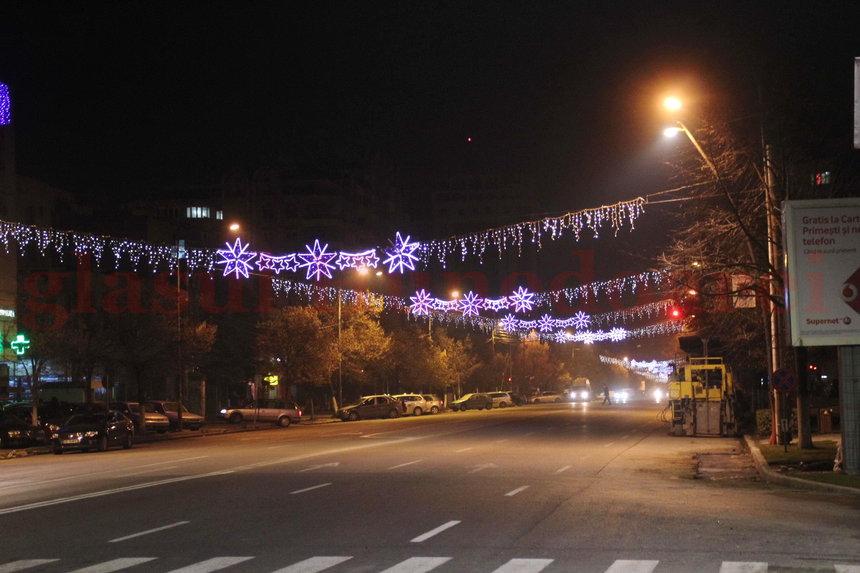 Photo of Primăria Deva va cumpăra ornamentele de Crăciun. Anul trecut, administrația locală a plătit 550.000 de lei pentru luminile de sărbătoare închiriate, anul acesta, le va achiziționa cu cel mult 600.000 de lei