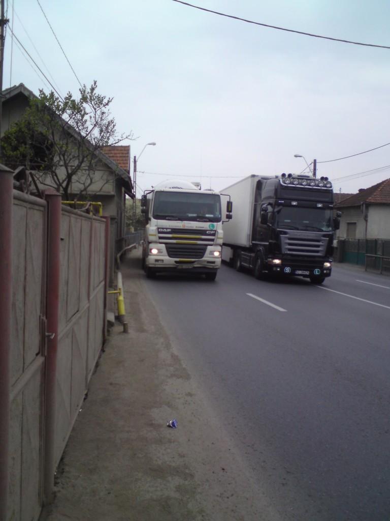 """Photo of Edilii Devei sunt """"traşi de mânecă"""" de locuitorii Sântuhalmului"""