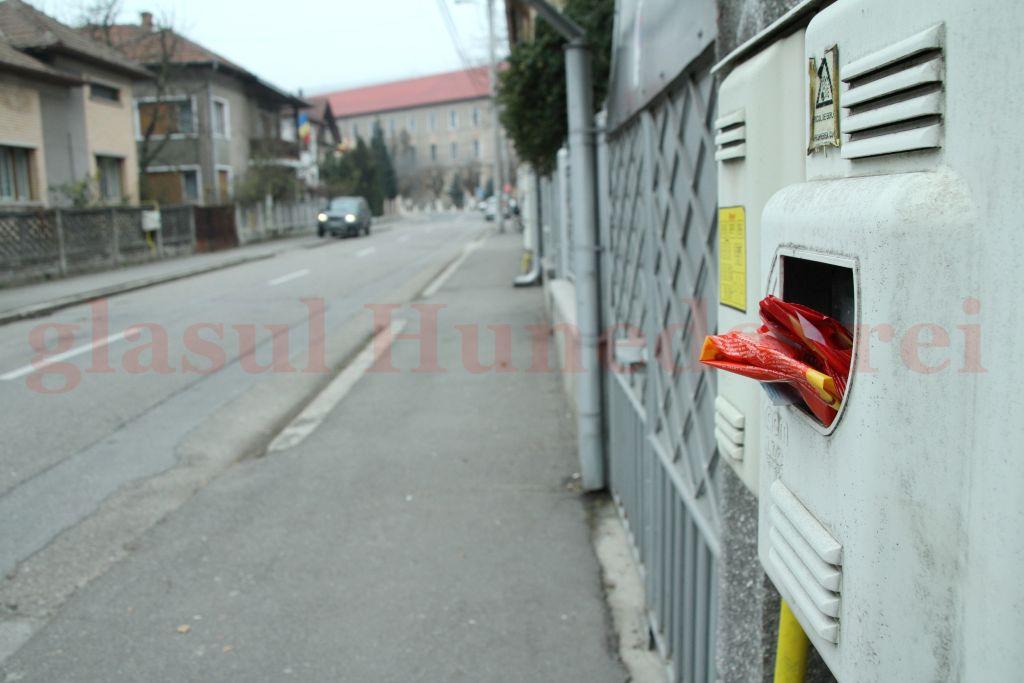 Photo of Ghicitoare: de cât timp are nevoie Primăria Deva pentru a monta 5 coşuri de gunoi?