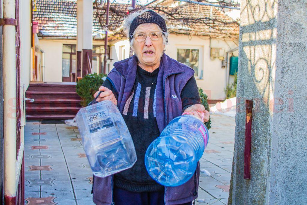 Photo of La Sântuhalm se aşteaptă primăvara, ca să revină şi apa la robinete. Locuitorii câtorva case din suburbia Devei nu mai au apă de o săptămână. Apa Prod dă vina pe o lucrare mai veche a Primăriei