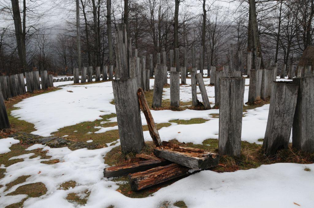 Photo of Templul-simbol al dacilor va fi refăcut în această primăvară. Consiliul Judeţean a fost nevoit să amâne proiectul anunţat iniţial pentru vara lui 2016.