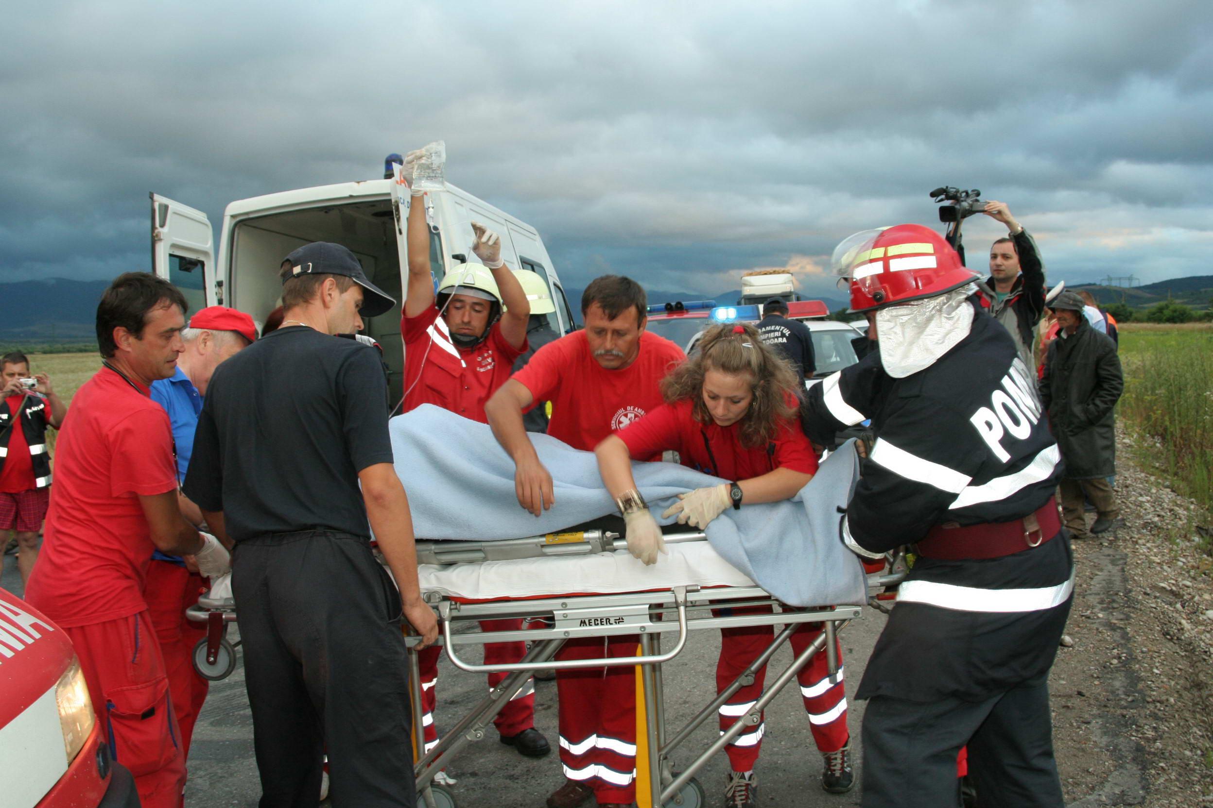 """Photo of Accident cumplit pe """"drumul morții"""", la Leșnic. Un bărbat și-a pierdut viața, iar alte patru persoane sunt grav rănite, în urma impactului"""