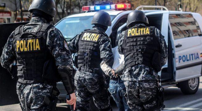 """Photo of Descinderi la """"peștii"""" din județul Hunedoara. Ofițerii de la crimă organizată au destructurat o rețea de proxenetism, care acționa în patru județe"""