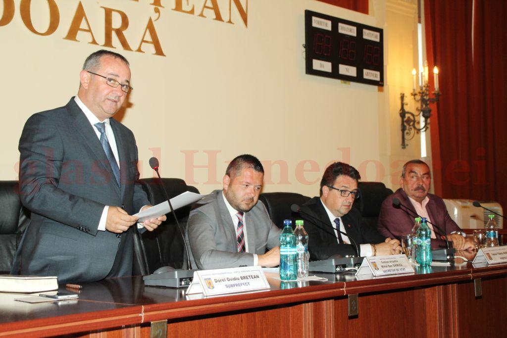 Photo of Bretean, oficial subprefect al județului Hunedoara. Ceremonia de învestire a fost urmată de declarații cel puțin interesante